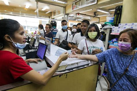 Lining up for free mask   ABS-CBN News