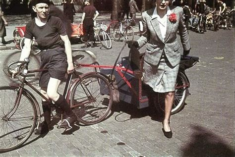 Rare Color Photos of Parisian Women From Between the 1930s