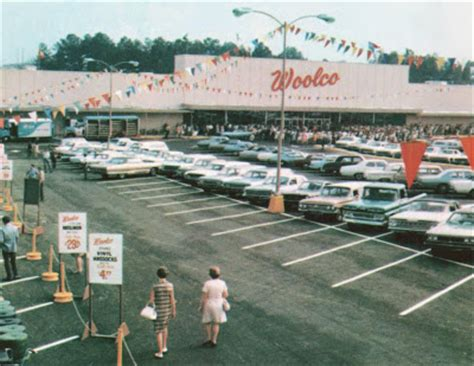 Pleasant Family Shopping: One Small Step For Woolco
